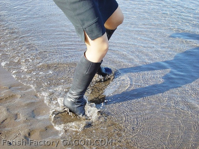 Wet&Messy Shoes Scene050